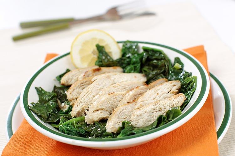 Pollo a la plancha con espinacas