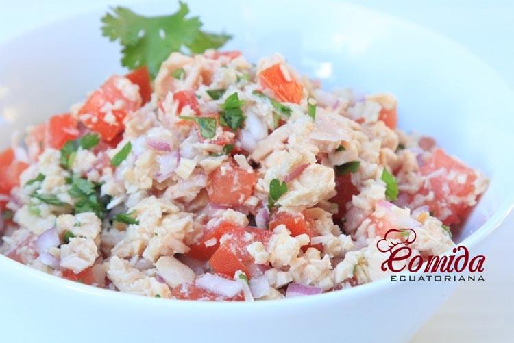 Ensalada de atún con tomate y cebolla