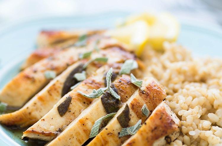 Pechuga de pollo a la plancha con arroz integral