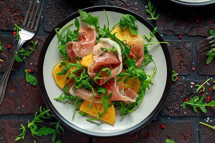 Ensalada de persimón y jamón