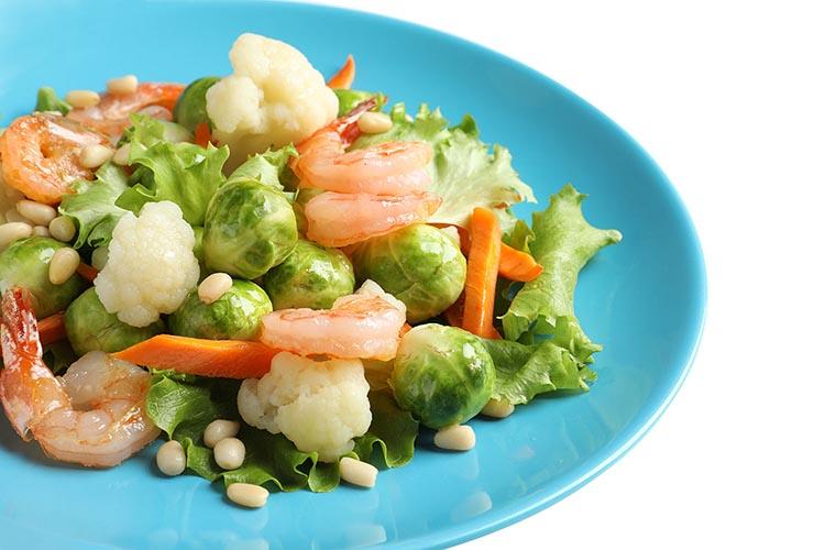 Menestra de verduras con gambas y ajo