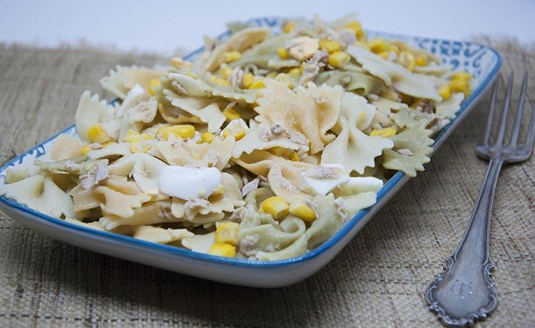 Ensalada de pasta con maíz